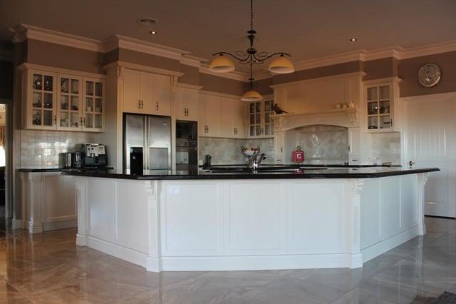 Swanbuild-Large-Kitchen.jpg